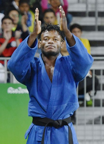 #RIO2016 Popole Misenga of the refugee team acknowledges the crowed after being defeated by South Korea's Gwak Dong Han in the men's judo 90kilogram round of...