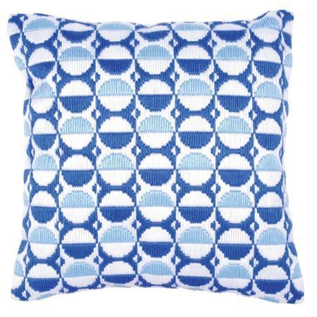 A cushion for all seasons! This lovely choice features a series of cool blue circles to suit modern and traditional homes alike!