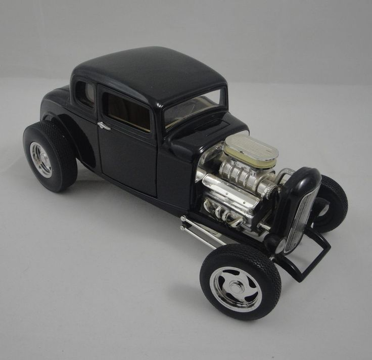 ERTL 1932 Ford Deuce Coupe 5 Window Black Custom Hot Rod