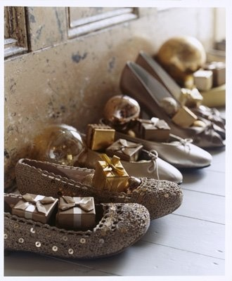 Love this idea of putting the bridesmaid gifts in their shoes.