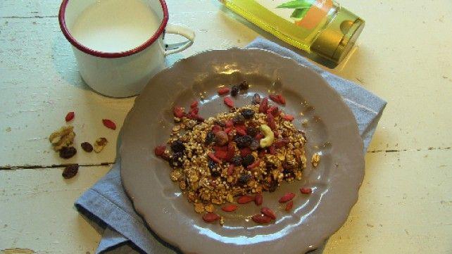 http://www.mindmegette.hu/Az egészséges reggelik családjába tartozó granoláról sokáig megfeledkeztek, de újra egyre növekvő népszerűségnek örvend. A finom, ropogós keverék nem csak reggeli, hanem nassolni való is lehet.