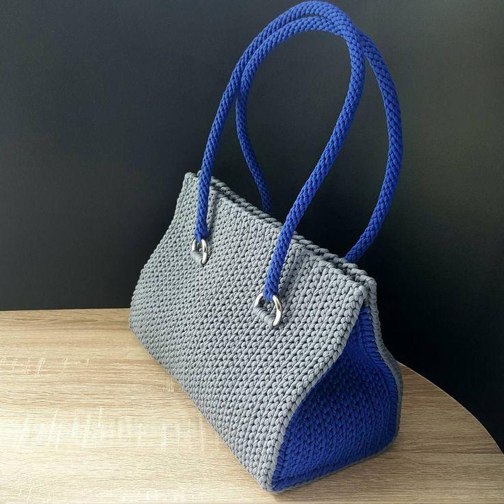 Кто еще не обзавелся супер удобной и модной сумочкой от  JT BAGS? Спешите!  Состав: 100% хлопок Размеры: 33×25×17см Подкладка: есть (с карманом) Фурнитура: Италия Цвет: в ассортименте