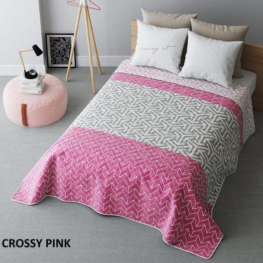 Růžový přehoz na postel s geometrickými tvary - dumdekorace.cz