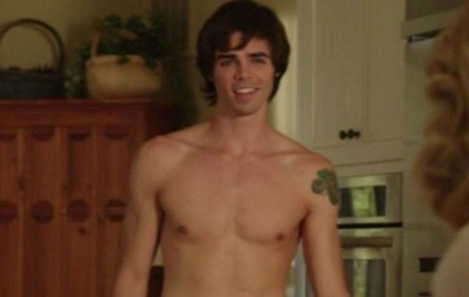 Nov. 23, 2015 - Queerty.com - Although he was never 'in,' 'Modern Family' actor Reid Ewing comes out as gay