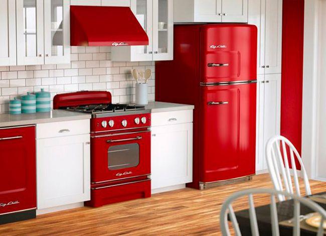 Сделал современный ремонт, а старый холодильник как бельмо на глазу? Не спеши его выбрасывать, ведь существует уйма способов недорого и оригинально преобразить видавший виды холодильник. Идеи для творчества...
