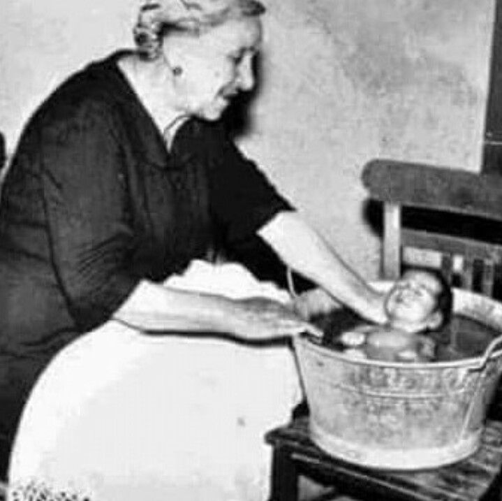 Old Style bath! Come le nostre nonne facevano il bagnetto ai nostri genitori...
