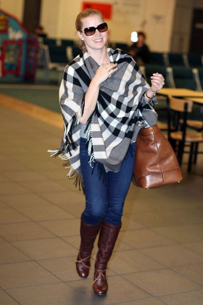 Love Amy Adams' checkered poncho