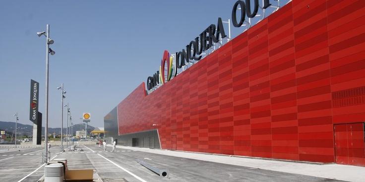 Muy orgullosos de haber sido los encargados de suministras las #puertas del nuevo centro comercial #GranJonquera. #Jonquera #Girona #AngelMir #door
