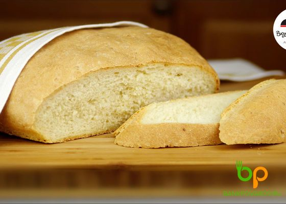 """Вкусный домашний хлеб на картофельном отваре. Без яиц и молочных продуктов. Но я готовлю этот хлеб не только в пост. Это один из моих любимых рецептов хлеба. Картофельный хлеб получается очень мягкий, """"пушистый"""", ароматный и долго не черствеет. Можно приготовить этот хлеб и в хлебопечке, но я всегда пеку в духовке.  #домашнийхлеб #хлеб #рецептхлеба #вкусныйхлеб #хлебвдуховке #выпечка"""