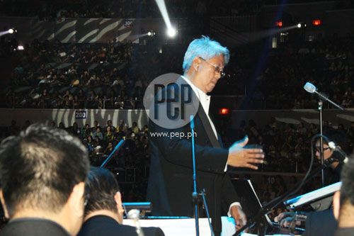 "This is Maestro Ryan Cayabyab conducting the band and orchestra during the ABS-CBN 2011 Christmas Special, ""Da Best ang Pasko ng Pilipino"" last December 13, 2011 at Smart Araneta Coliseum. Maestro Ryan Cayabyab has always been the Musical Director of every ABS-CBN Christmas Special as a composer, songwriter, arranger, producer, and conductor. #RyanCayabyab #ABSCBNChristmasSpecial #DaBestPasko #DaBestangPaskongPilipino #DaBestangPaskongPinoy"