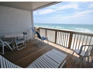 Topsail Island rental: Queen's Grant A-302 - Oceanfront/Oceanside 2 bedroomscondominium in Queen's Grant, Topsail Beach,