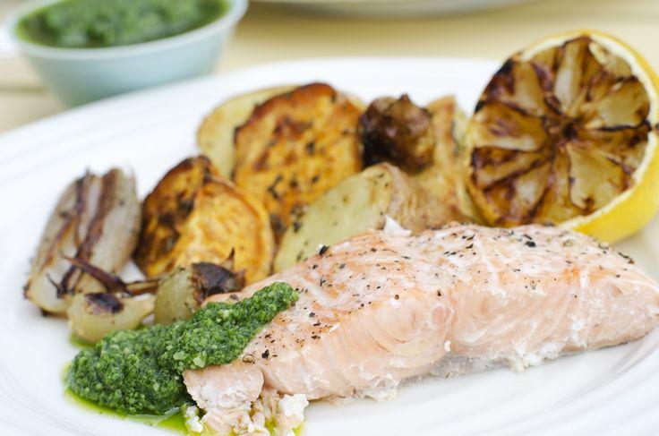 Fru Timian | En matblogg med deilig mat for hele familien | Grillet laks med råstekte grønnsaker og pesto