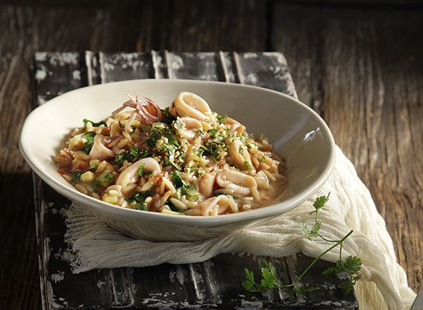 Calamari and Spinach Orzo in an Aromatic Gremolata by greek chef Akis. This delicious orzo dish is a wonderful light main dish that will amaze everyone in your family!