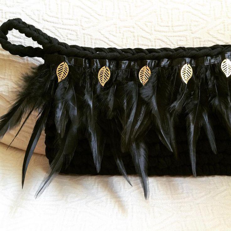 Para las que os lo perdisteis anoche, éste es un avance de la colección otoño- invierno. #MacadamiaRepublic #handmade #hechoamano #crochet #trapillo Clothing, Shoes & Jewelry - Women - handmade handbags & accessories - http://amzn.to/2kdX3h7