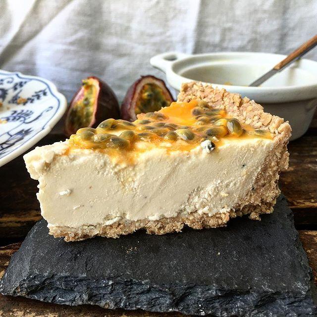 Raw White Chocolate & Passionfruit Cheesecake via @feedfeed on https://thefeedfeed.com/iloveloss/raw-white-chocolate-passionfruit-cheesecake
