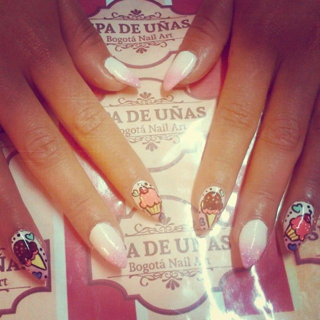 nail acrylic cup cake and ice cream, uñas acrilicas diseño pastelitos y helados con difuminado blanco y rosa