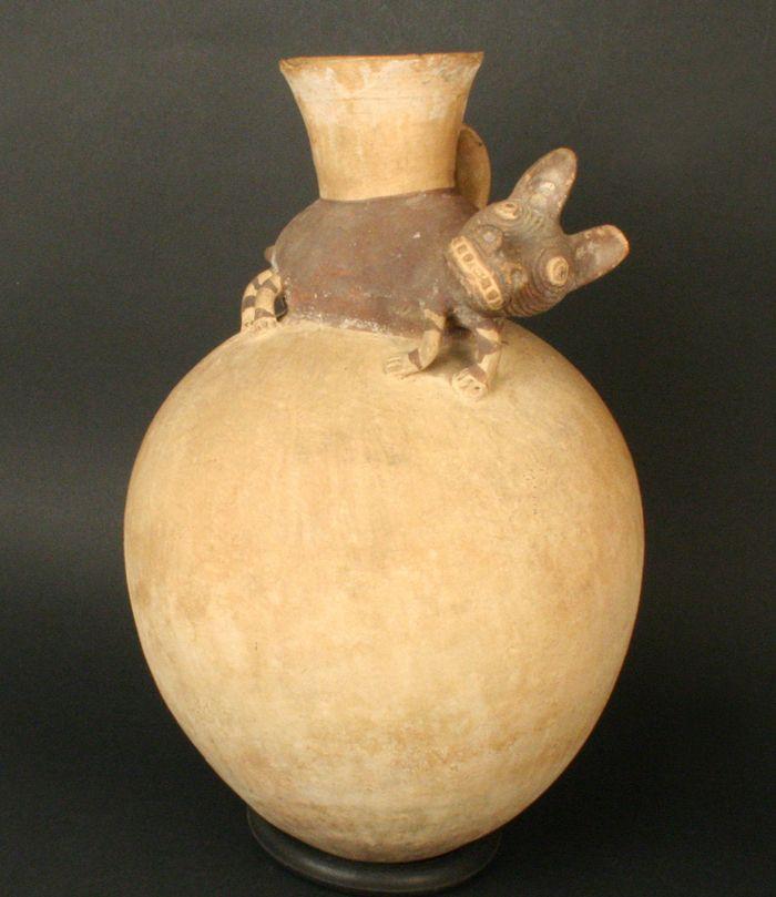 Museo Chileno de Arte Precolombino » Cántaro con figura zoomorfa: perro