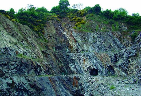 El objetivo principal de este artículo es mostrar al lector la experiencia profesional de un geólogo, a lo largo de más de 25 años, en prospección minera, principalmente de oro, en la península ibérica. #geología