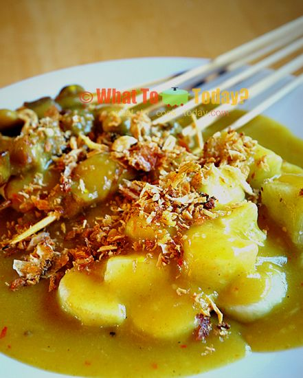 INDONESIAN-STYLE SATAY WITH YELLOW SPICY SAUCE/ SATE PADANG