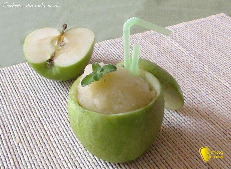 Sorbetto alla mela verde, ricetta con o senza gelatiera. Come preparare in casa il sorbetto alla mela verde Smith con una presentazione semplice e originale