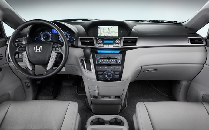 Dual-stage, multiple-threshold front airbags (SRS) and front side airbags with passenger-side Occupant Position Detection System (OPDS) and three-row side curtain airbags with rollover sensor are among the long list of safety features found in the Odyssey.