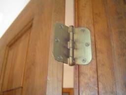 How to Fix a Squeaky Door Hinge Video - //.homeadditionplus & 25+ unique Squeaky door ideas on Pinterest | Kitchen door hinges ... pezcame.com