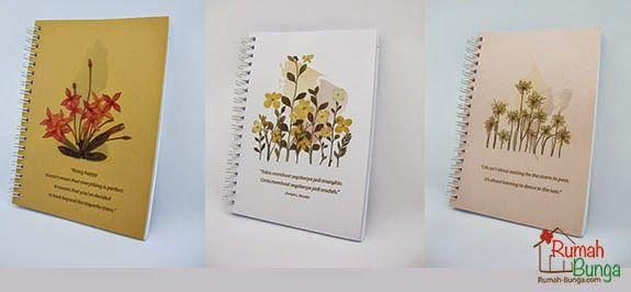 Notes dengan cover rangkaian bunga kering.