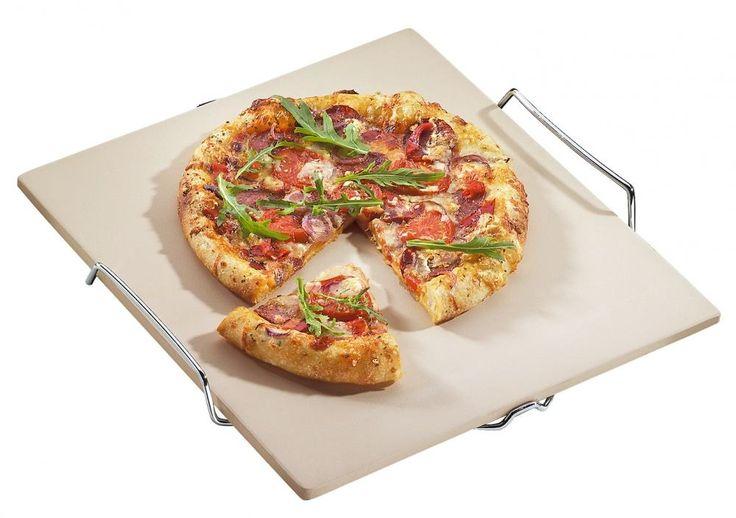 Auf dem quadratischen Pizza-Stein aus Cordierit von Küchenprofi werden knusprige Pizzen gebacken.