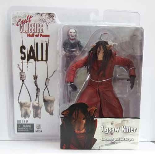 Figura Jigsaw Killer - Saw III. Figura de Jigsaw Killer con la máscara de cerdo y la escalofriante marioneta. Basado en la película Saw III. Disponible en http://shop.pe/tW5SP