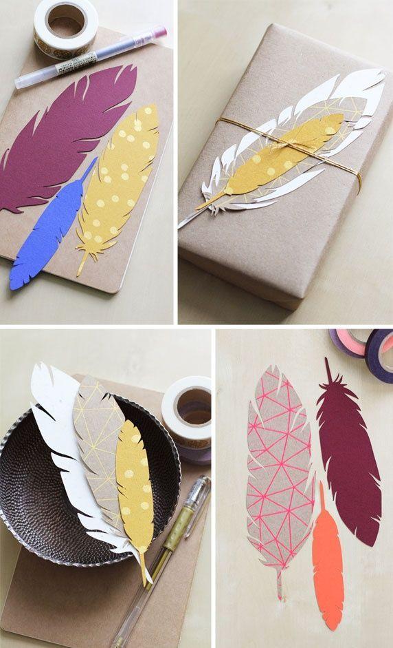 Federn aus Papier als Geschenkanhänger