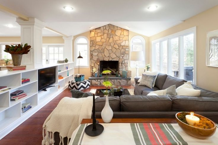Traditional Family Room by Brunelleschi Construction