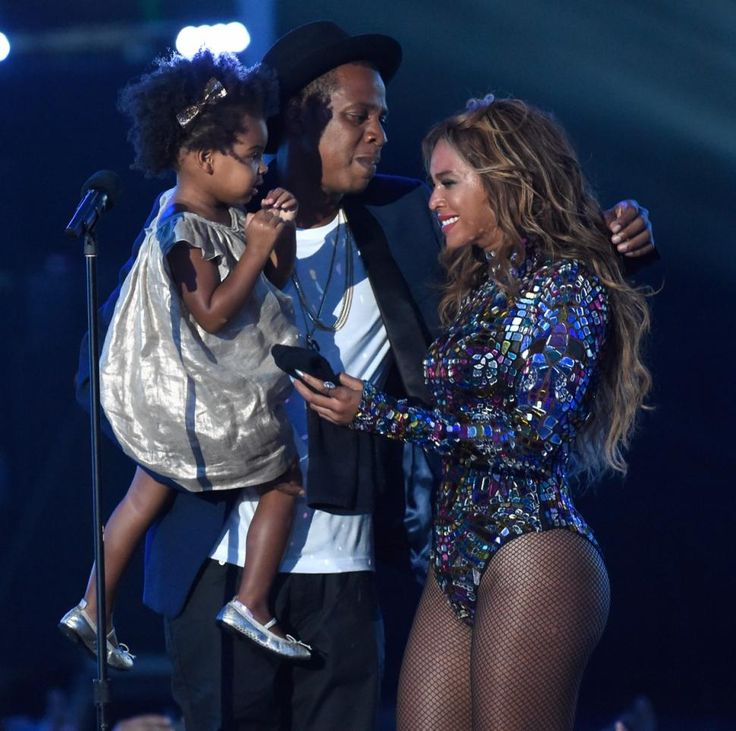Beyoncé's daughter Blue Ivy cheered on as her mom accepted the Village Vanguard award after performing songs from her latest album.