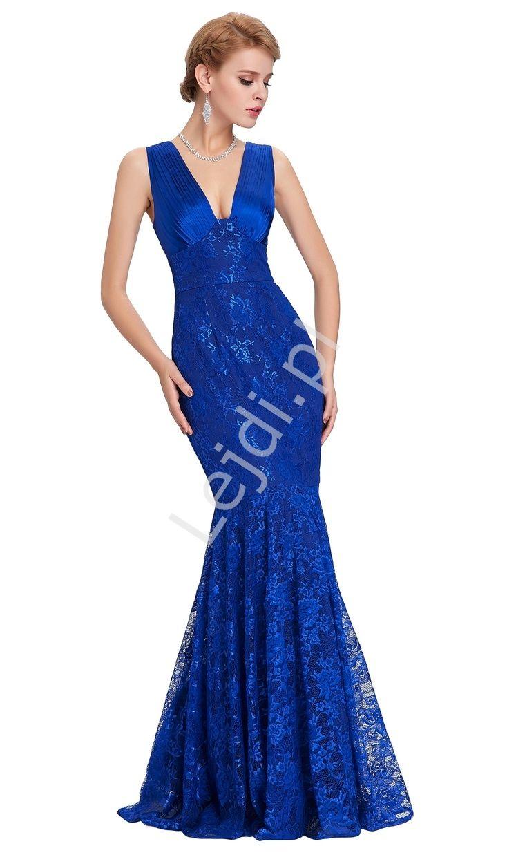 Zjawiskowa suknia wykonana z koronki o kroju syreny. Kobaltowa suknia z koronki z satynową górą. Suknia satynową górą, z plisami na dekolcie. Sukienka idealna na studniówkę, na sylwestra, na wesele, dla druhen, dla matki Panny Młodej.Phenomena dress made of lace with a siren cut. Cobalt dress with lace with satin top. Dress perfect for prom, New Year's Eve, for a wedding, for bridesmaids, for mothers of the Bride. #dress #longdress #dresses