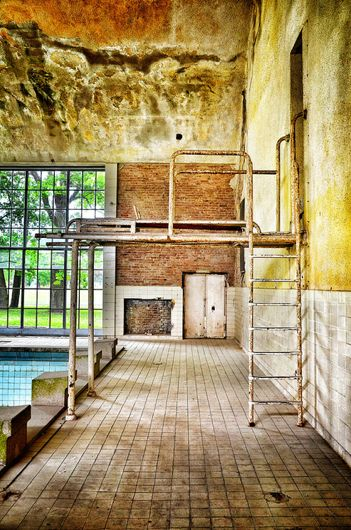 Pool for 1936 Olympic Village in Berlin...the colors are beautiful