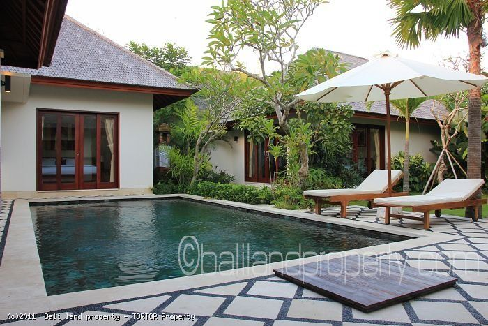 Bali villa Batur for yearly lease in Canggu 3 bedrooms pool. Great villa rental for a couple with kids or small family.