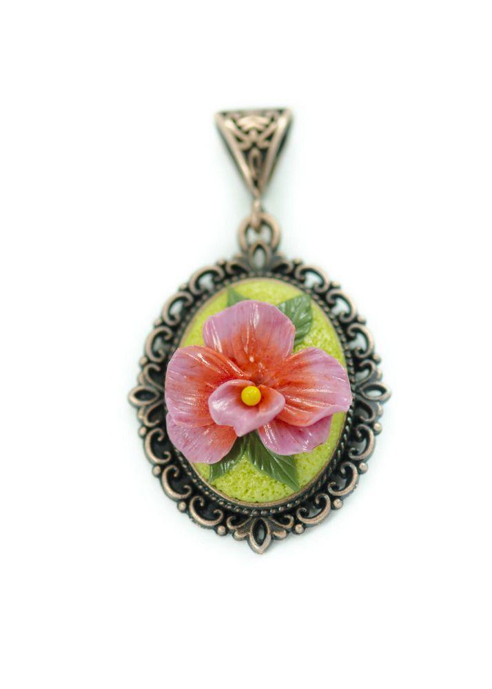Pendentif représentant une orchidée rose : Pendentif par khekijoan