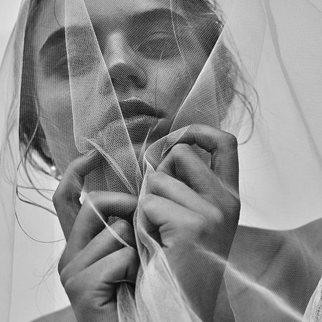 Shadowed || the team Mauro Palmieri Photographer for Karen Willis Holmes. H&MU Makeup by Sophie Knox. MInimal makeup, brows and luminous skin.