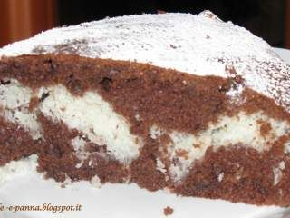 Torta la cioccolato con ripieno al cocco