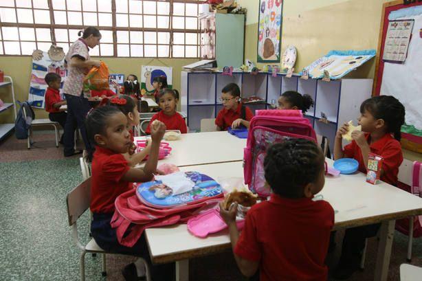 Nuevas matrículas descuadran el presupuesto familiar - El Universal (Venezuela)