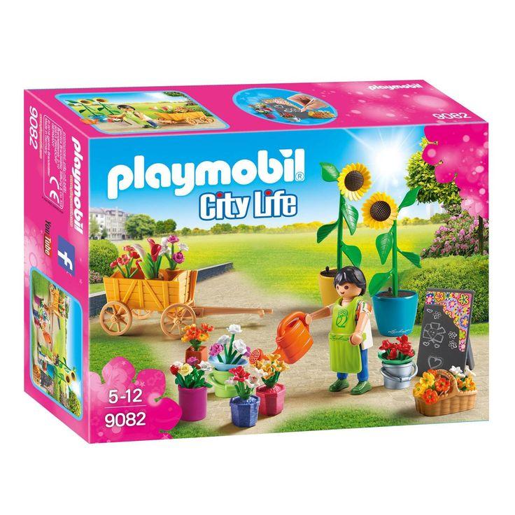 Maak de mooiste boeketten als Playmobil bloemist. Zet de losse snijbloemen in emmers en stal je mooiste boeketten uit in de nostalgische handkar. Met de gieter bewater je de bossen bloemen zodat ze extra lang mooi blijven. Schrijf je aanbiedingen met de speciale stift op het krijtbord en je verkoopt als een tierelier! Met een vochtige doek neem je het bord gemakkelijk weer af, zodat je telkens nieuwe aanbiedingen kunt bedenken. De Playmobil 9082 set Bloemist bestaat uit 32 onderdelen…