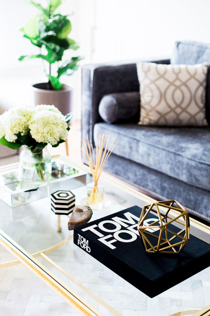 Chic and Glam Living Room | The Girl From Panama @pamhetlinger