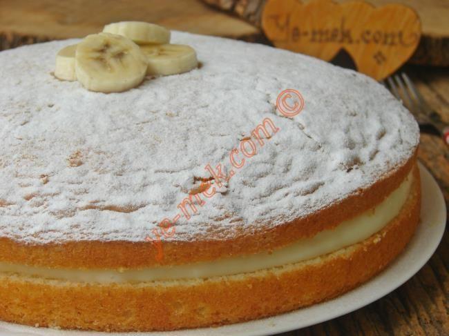 Yumuşacık bir pandispanya keki ile nefis bir kremanın buluştuğu yemeğe doyamayacağınız lezzetli bir pasta tarifi...