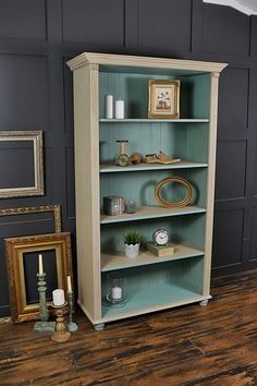 This farmhouse pine bookcase has been painted in Annie Sloan Country Grey with a lightened version of Provence inside. This living room staple is the perfect place to store your books and ornaments, with subtle pastel colours and pretty detailing. http://www.thetreasuretrove.co.uk/cabinets-and-storage/shabby-chic-pine-bookcase-with-bun-feetRePinned By: *Doniele Disney* www.poppiespaintpowder.com