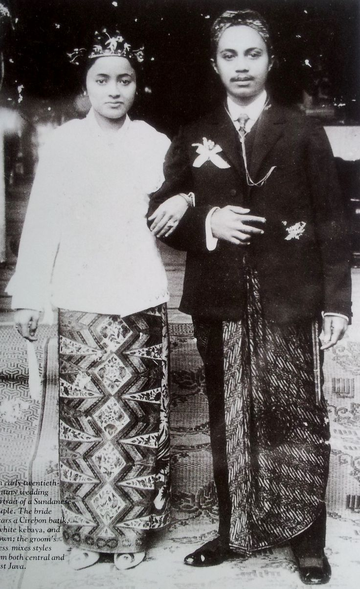 Early 20th century wedding portrait of a Sundanese couple. The bride wears cirebon batik* with a white kebaya, the groom's dress mixes styles from West and Central Java.