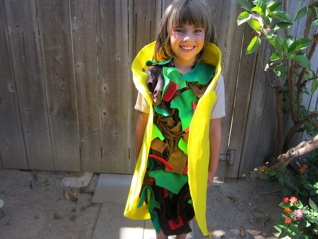 A simple tutorial on making a taco costume out of four colors felt, brown fabric and a T-shirt using very little sewing and hot glueing.