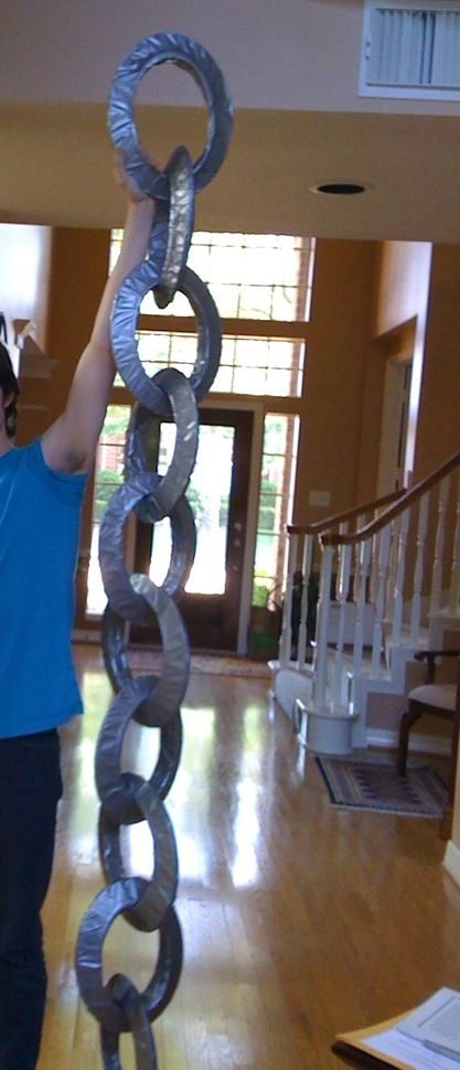 giant chain prop from paper plates and tape