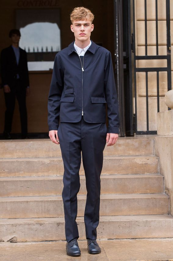 Mode à Paris S/S 2015 - Officine Generale See all fashion show at: http://www.bookmoda.com/?p=19987 #spring #summer #SS #catwalk #fashionshow #menswear #man #fashion #style #look #collection #paris #fashionweek #officinegenerale