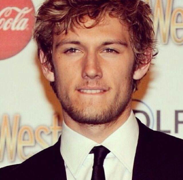 Staap! Mah feels!... I think i just need some time alone to fangirl right now... Alex Pettyfer <3