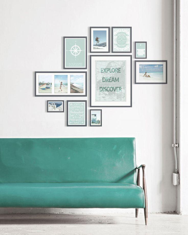 muurcollage met lijstjes van vakantie foto's en posters in de kleur mint