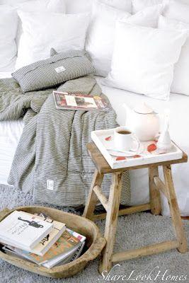 Gemütlichkeit im Skandi-Look, da darf ein Kuschel-Teppich und eine hübsche Decke nicht fehlen. ShareLookHomes macht es vor!